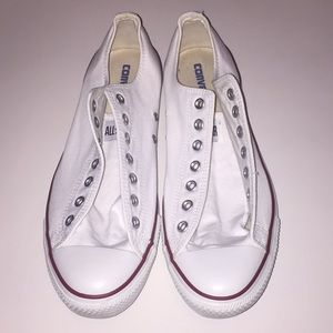 ⚡️White low top Converse shoes⚡️